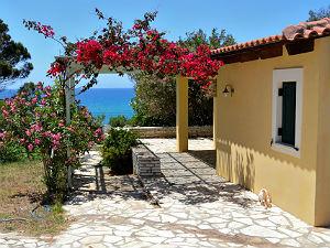 Droomhuis in Messinia Peloponnesos met bougainvilla
