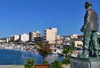 Karystos boulevard en standbeeld Evia
