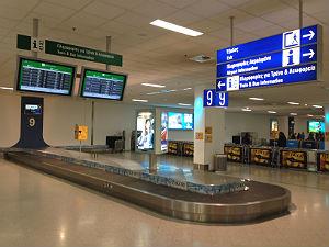 Athene vliegveld aankomsthal