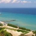 Uitzicht op het strand van Kallithea