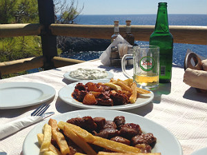 Heerlijk eten bij Porto Limnionas