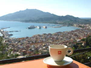 Koffie op het terras van Bohali Zakynthos stad
