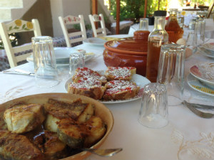 Eco Zakinthos lunch bij Dimitris Therianos traditional villas and farm