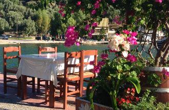 Sivota Lefkas vakantie terras aan zee
