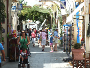 Winkelen op de oude markt van Myrina Limnos