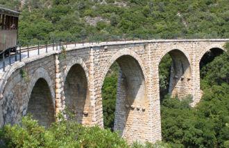 Pilion stoomtrein stenen brug uitzicht