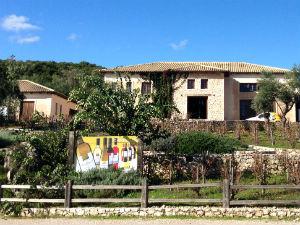 Lefkas Earth winery het pand en wijngaard