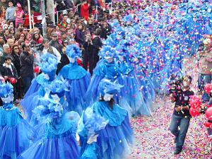Kleurrijke carnaval parade in Rethymon op Kreta