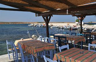 Haventje Kotsinas Limnos vanaf taveerne
