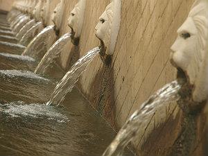 Spil venetiaanse waterbronnen leeuwenkoppen