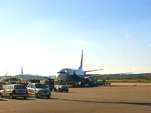 Vliegveld van Kos met vliegtuig Transavia