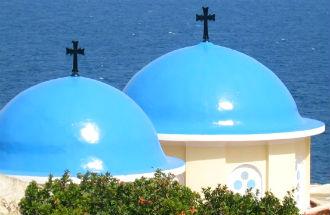 Vliegveld Chios blauwe koepelkerkjes
