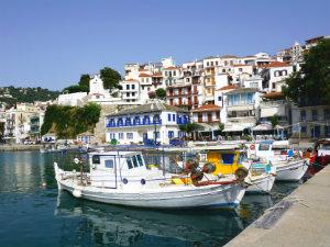 Skopelos stad uitzicht vanaf de haven