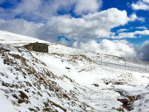 Zomer en winter tegelijk in Griekenland Kaimaktsalan ski resort