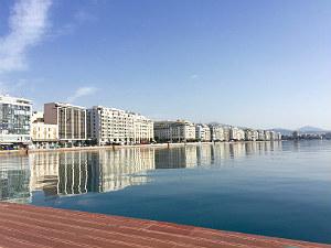 Zomer en winter tegelijk in Griekenland op het terras in Thessaloniki