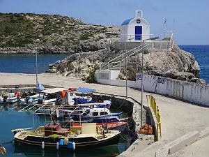 Kolymbia haven en kerk op Rhodos