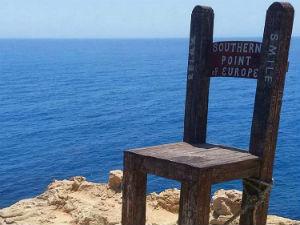 Gavdos de houten stoel als zuidelijkste punt van Europa