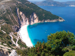 Snelweg Kefalonia bij Myrtos beach gereed