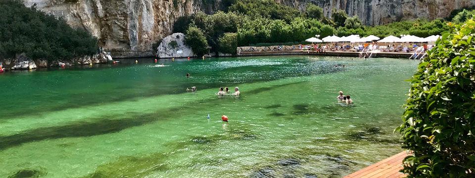 Vouliagmeni meer atheense riviera header.jpg