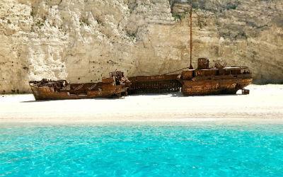 Navagio beach bij 5 beste stranden ter wereld