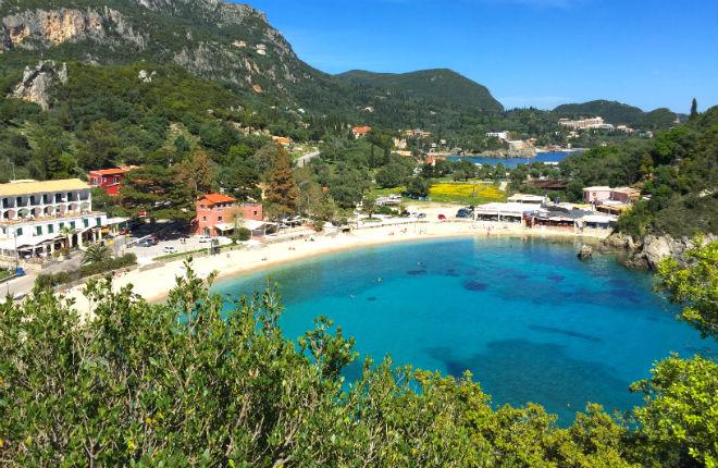 Kinderen op vakantie naar Corfu Paleokastritsa