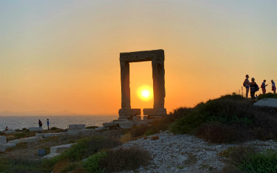 Naxos zonsondergang Portara in Naxos stad