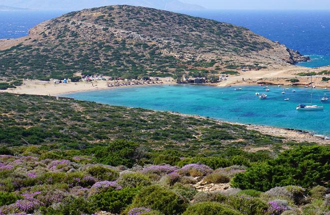 Kalotaritissa beach op Amorgos