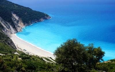 Myrtos beach in het noorden van Kefalonia