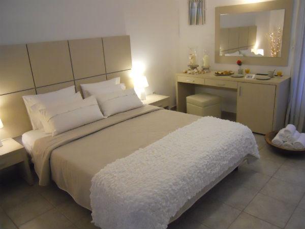 Kosmitis-Hotel-Maoussa-Paros-kamer-600
