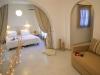 Kosmitis-Hotel-Naoussa-Paros-bedden-600